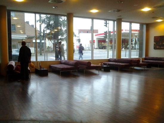 NH Duesseldorf City Nord: Lobby Hotel