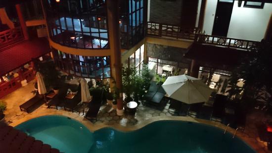 Thanh Binh III Hotel : Vue de la coursive