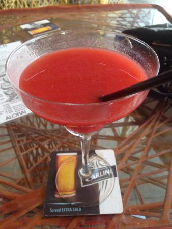 Waikiki Beach Cocktail Bar: Lovely cocktails.. Nice and strong just how I like them!��