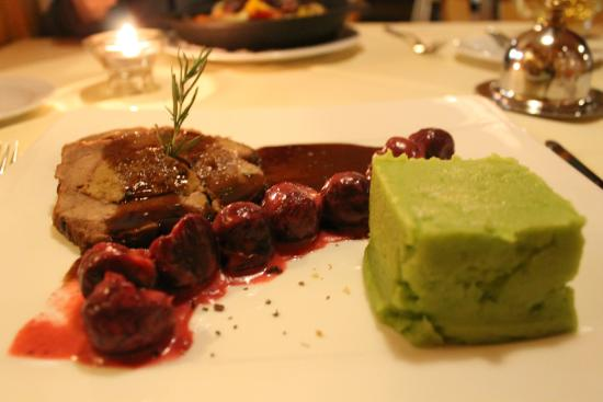 Hotel Alpenruh Restaurant: pork roast and beet roots and mashed potatoes