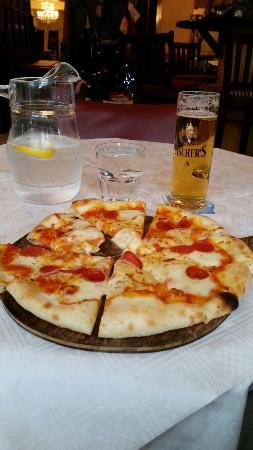 Luigi Malones: Salami Pizza, house beer