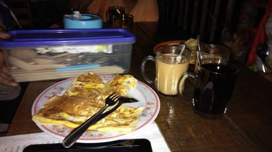 Kiram's Village: Our 1st night supper. Cafe located in front of our room