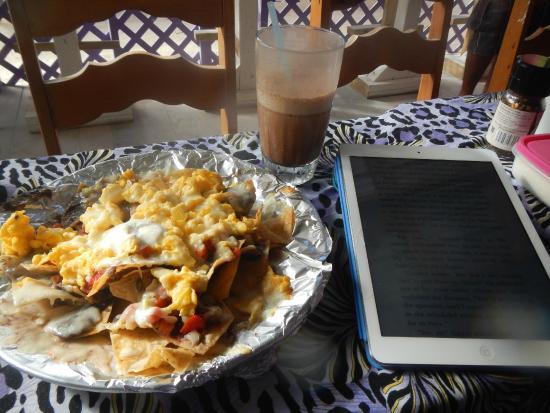 Caribbean Colors Art Cafe: Breakfast Nachos and Iced Mocha