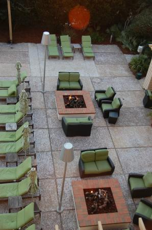 WaterColor Inn and Resort : Gathering areas around fire pits