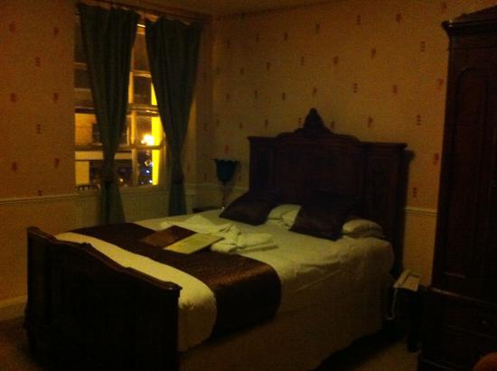 The Crown Hotel: Bedroom