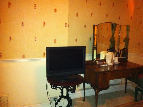 The Crown Hotel: TV and dressing table