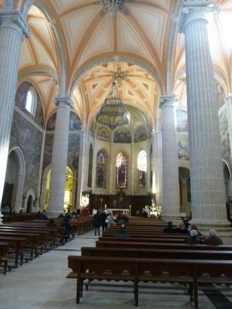 Albacete, Espagne : Parte delantera de la nave, con el altar mayor al fondo