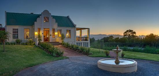 Rosendal Winery & Wellness Retreat: The Rosendal Restaurant and reception at dusk