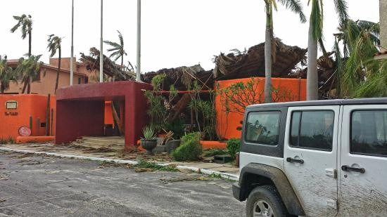 Bel Air Collection Resort & Spa Los Cabos: Hotel entrance after Hurricane Odile