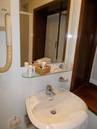 Hotel Il Pino: un bagno
