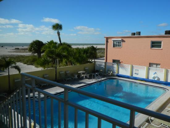 Suncoast Motel : Nice View and Pool