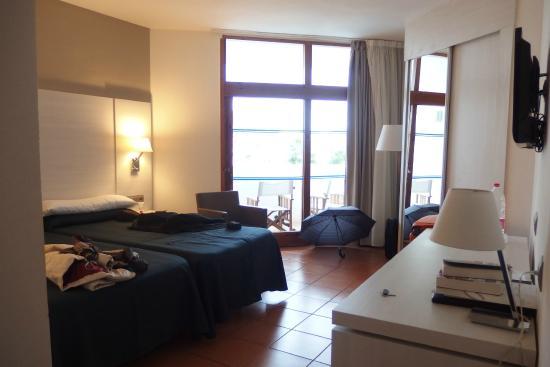 Hotel Tres Torres : Habitación con vistas al puerto
