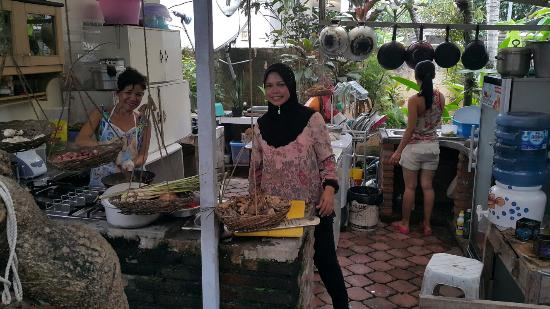 Backyard Cafe backyard dining. - picture of jadi cafe, kuta - tripadvisor