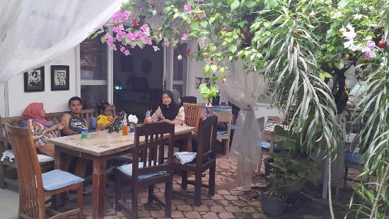Backyard Cafe backyard cafe - picture of jadi cafe, kuta - tripadvisor