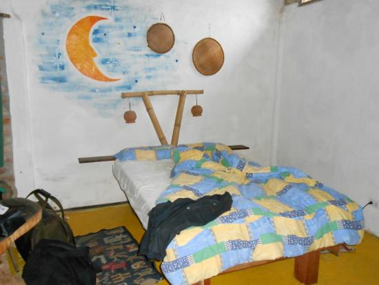 Hosteria Pequeno Paraiso: Bedroom - sorry, after we had taken a nap!