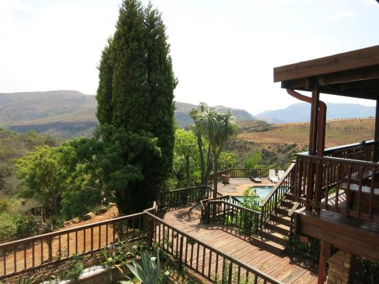 Acra Retreat - Mountain View Lodge - Waterval Boven: View from the Zebra Suite