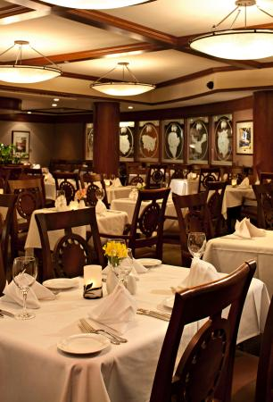 The Evergreen Restaurant and Lounge : Dining Room