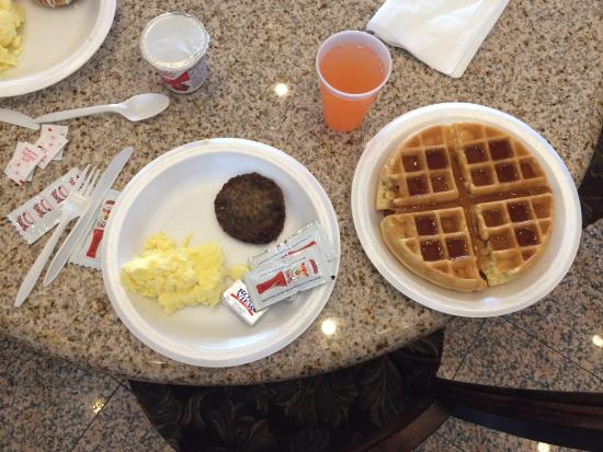 Comfort Suites Huntington Beach: Breakfast