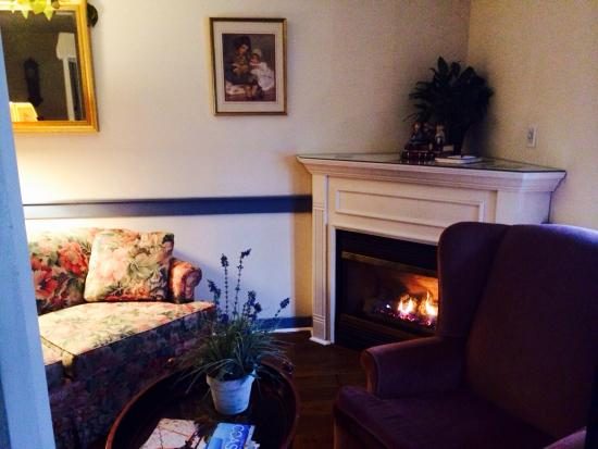 The Old Mystic Inn: Mark Twain room