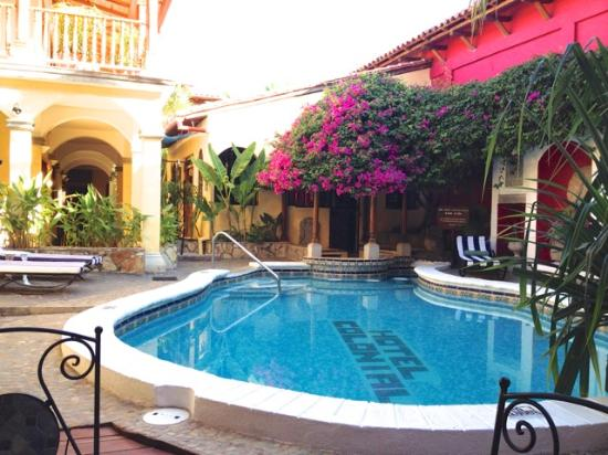 Hotel Colonial: One of two hotel pools