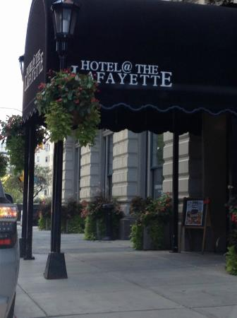 Hotel at the Lafayette a Trademark Collection Hotel: Front entry to hotel