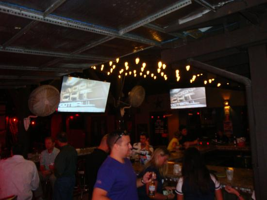 Lone Star Bar & Grill : outside bar area