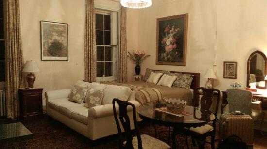 1024 Clinton Street Bed & Breakfast : 2nd Floor Room