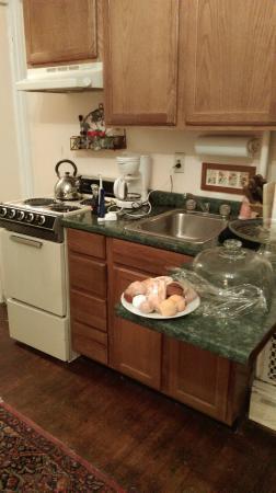 1024 Clinton Street Bed & Breakfast: Kitchen