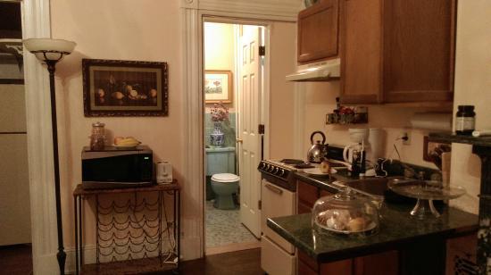 1024 Clinton Street Bed & Breakfast : Bathroom/Kitchen