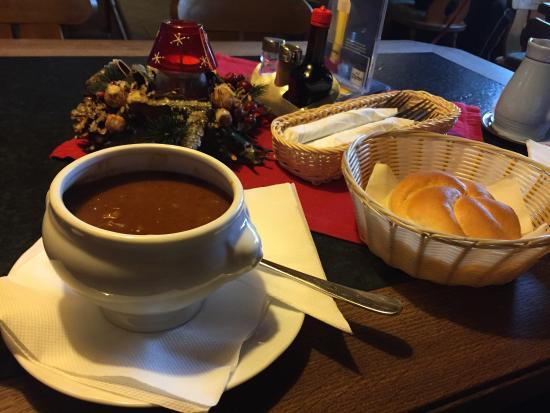 Cafe Pension Alpina: Goulash soup