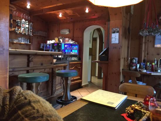 Cafe Pension Alpina: Cozy