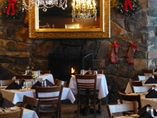 Goldminer's Daughter Lodge: The lovely dining room at Goldminer's Daughter
