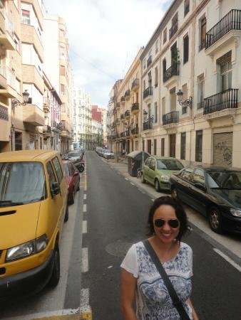 Petit Palace Ruzafa: Rua próxima ao Hotel Petit Palace Germanias, Valência, Espanha