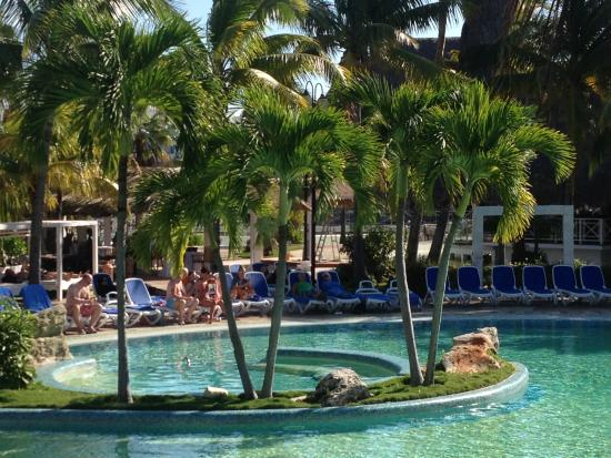 Piscine picture of royalton hicacos varadero resort for Piscine varadero