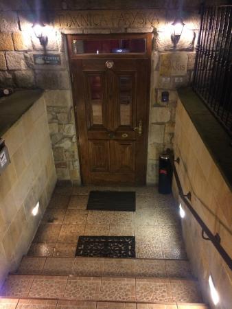 Ambasada Hotel: entry into villa