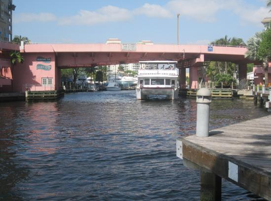 Riverwalk Fort Lauderdale: One of three drawbridges that crosses the New River. Nearby is an excursion ferry.