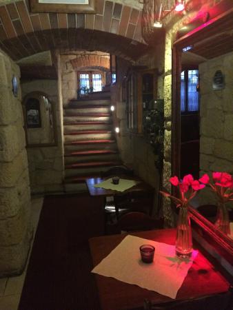 Ambasada Hotel: dining area entry