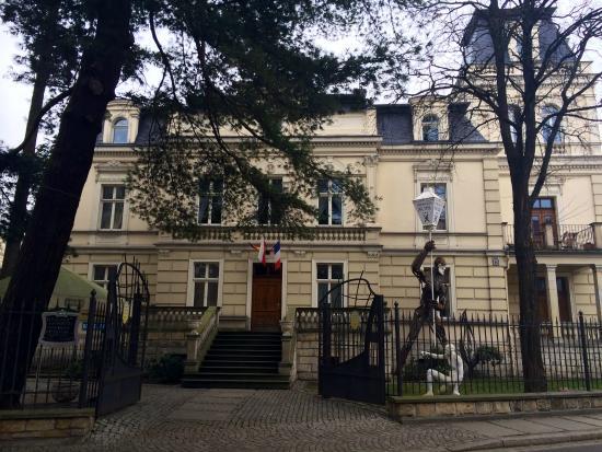Ambasada Hotel: front of villa
