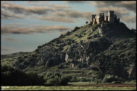 El Castillo bajo las nubes