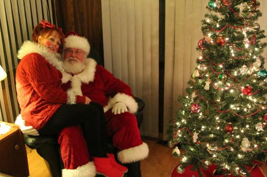 Dolly's Fish Market: Santa and his naughty elf