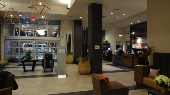 Four Points by Sheraton Kelowna Airport: View of the Front Desk