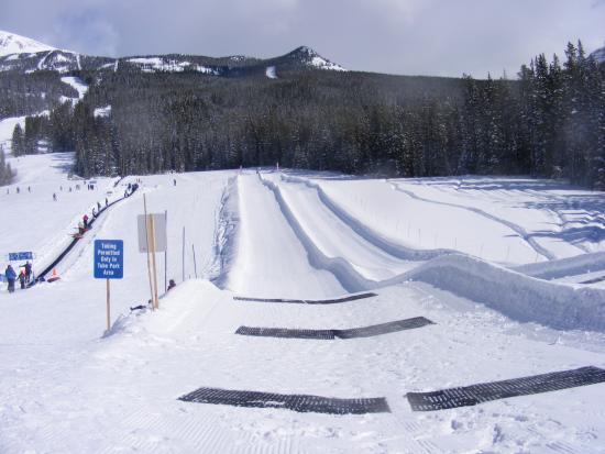 Fairmont Chateau Lake Louise : Sunny Tube Park - Lake Louise Ski Resort