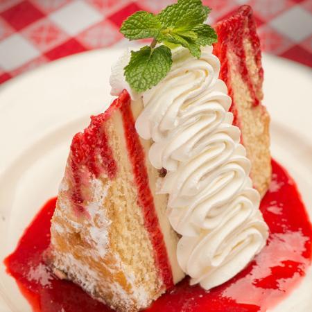 Buca di Beppo Italian Restaurant: Italian Creme Cake