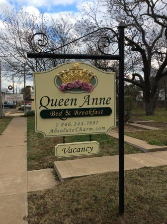 Queen Anne B&B and Spa: Sign outside