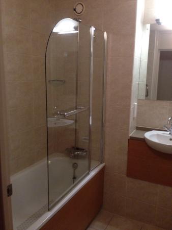 Mercure Wigan Oak Hotel: Bathroom