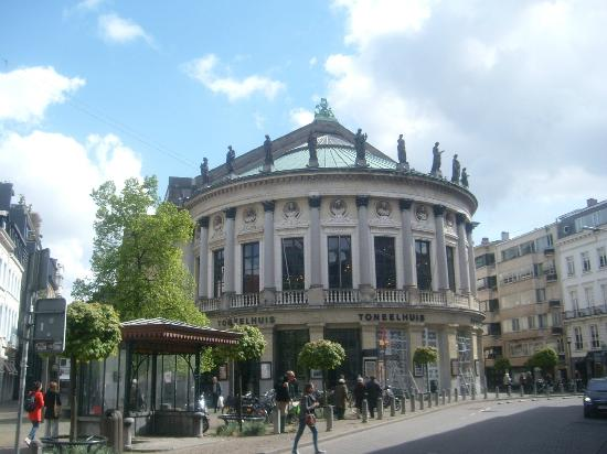 ‪Bourla Theater (Bourlaschouwburg)‬