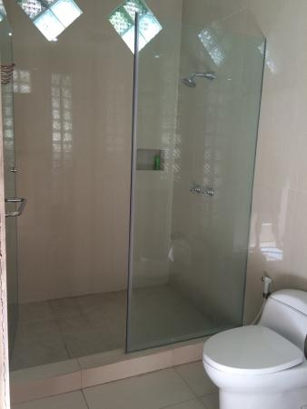 Fat Yogi Cottages: Another shower in the out door pool bathroom near the out door shower ( ALL NEW )