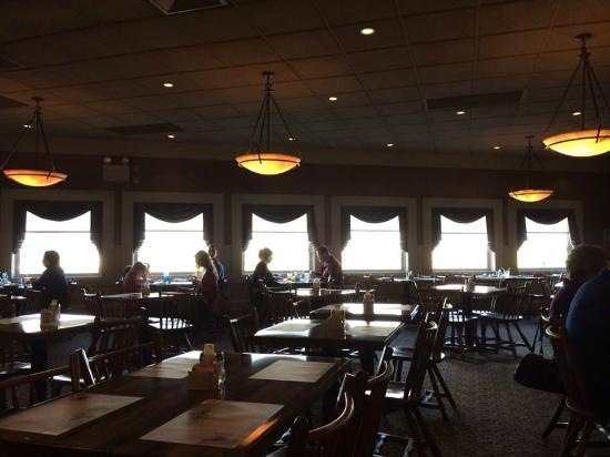 Miller's Smorgasbord : Expansive dining room