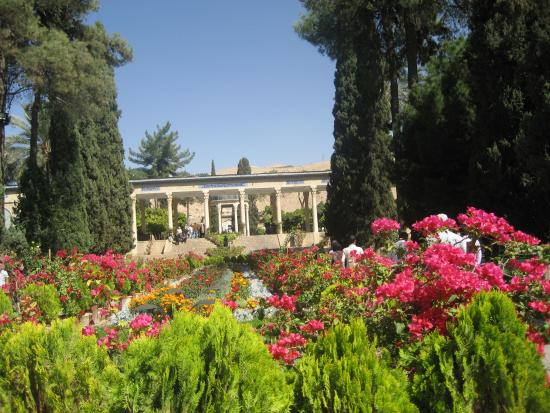 Irán: The most  beautiful gardens  in the world..this is where they began.