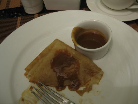 Reata Serviced Apartments: Pancakes (crepes) with butterscotch sauce